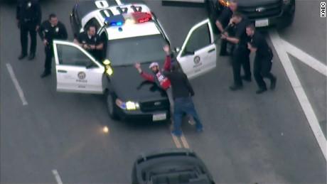 vo california pedestrian man stops car chase_00004329