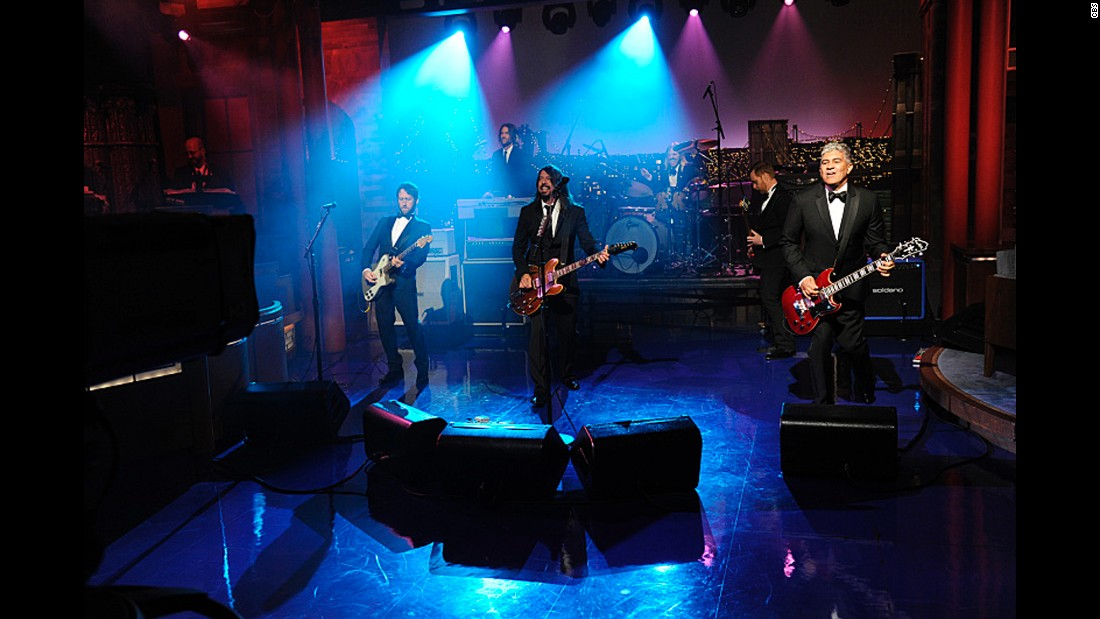 "The Foo Fighters perform on the final broadcast of the ""Late Show with David Letterman"" in May 2015, ending the show with ""Everlong,"" one of the host's favorite songs."
