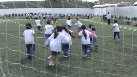 cnnee pkg belaunde soccer scolarship_00022702