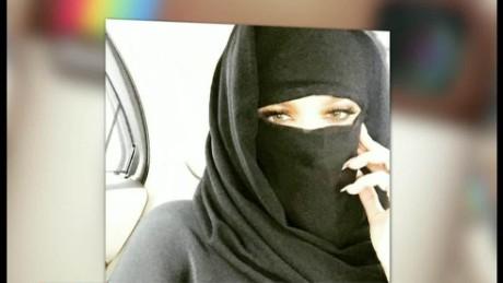 cnnee show burka kardashian_00001011