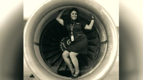 flight attendant takes photos on tarmac at o'hare airport dnt il _00002320.jpg