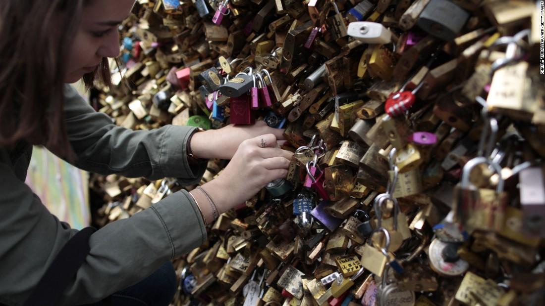 Paris' Plan For Its Leftover 'love Locks'