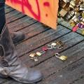 06 paris love locks RESTRICTED