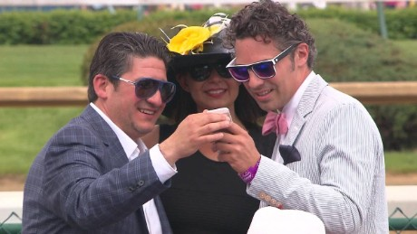 cnnee ag kentucky derby ambient_00011722