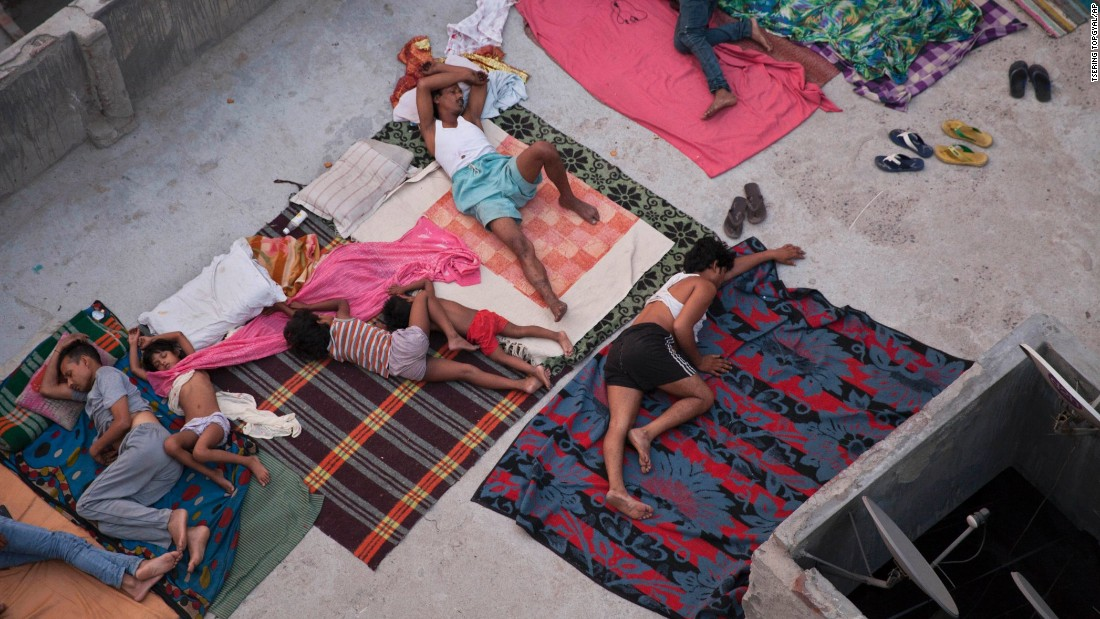 "People in New Delhi sleep on the roof of a house to beat the heat on Friday, May 29. <a href=""http://www.cnn.com/2015/05/26/world/gallery/india-deadly-heat-wave/index.html"" target=""_blank"">A blistering heat wave in India</a> has killed more than 1,300 people in the country. <a href=""http://www.cnn.com/2015/05/29/world/gallery/week-in-photos-0529/index.html"" target=""_blank"">See last week in 39 photos</a>"