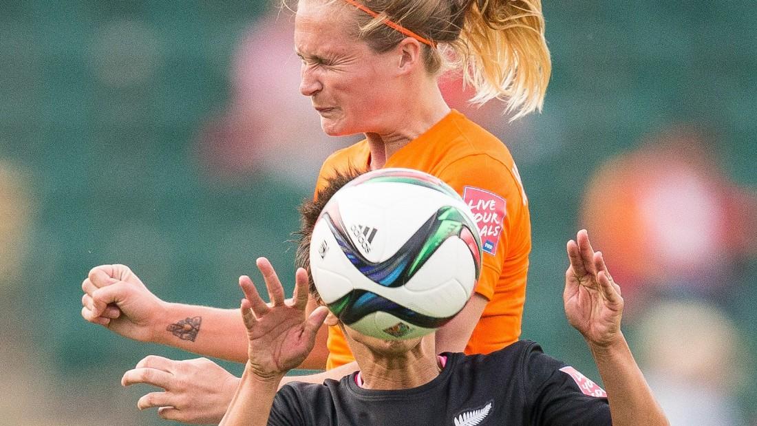 New Zealand's Sarah Gregorius, bottom, and the Netherlands' Desiree Van Lunteren vie for the ball.
