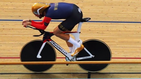 Bradley Wiggins powered around the Olympic velodrome to set a new world record for the hour.