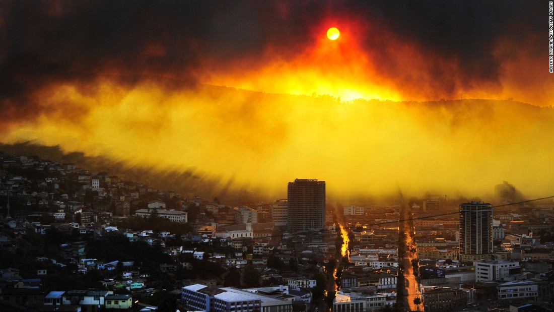 This haunting photo shows part of the damage caused by a bushfire in 2014 that killed 16 people and destroyed nearly 3,000 homes in Valparaiso.