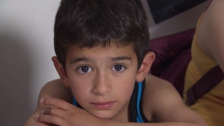 syrian refugees in greece soares pkg_00010421.jpg