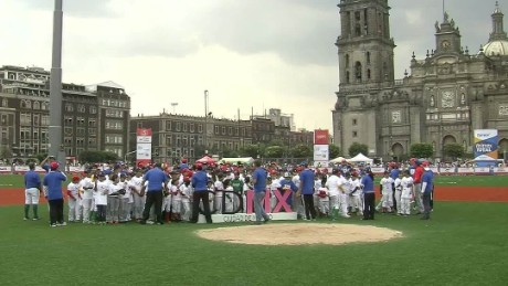 cnnee beisball derby in zocalo mexico city lmb _00011517.jpg