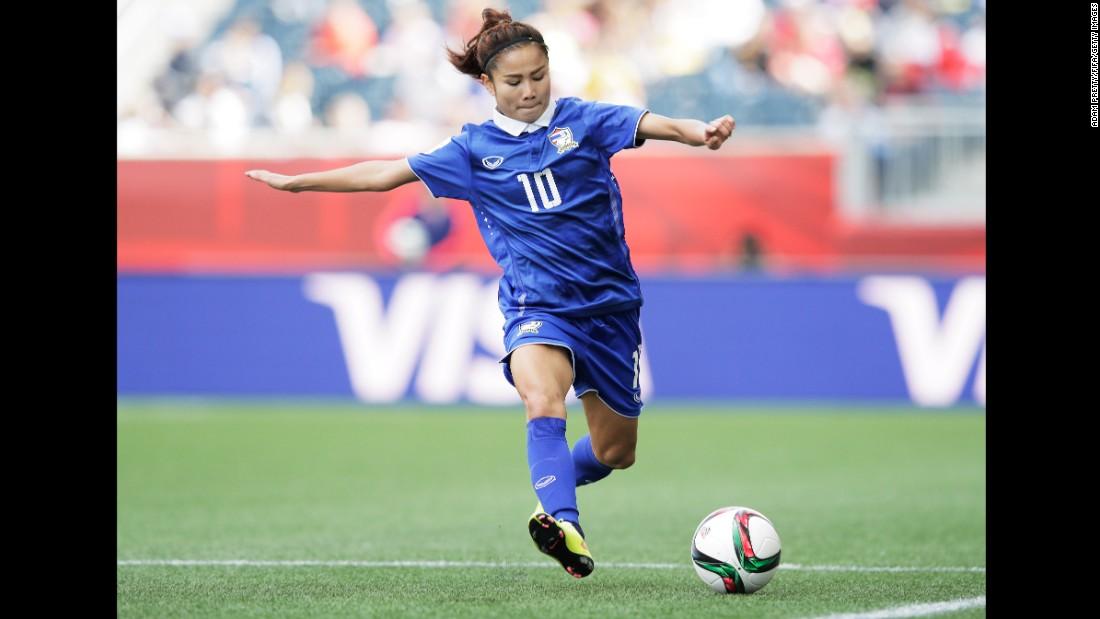 Thailand's Sunisa Srangthaisong prepares to kick the ball.