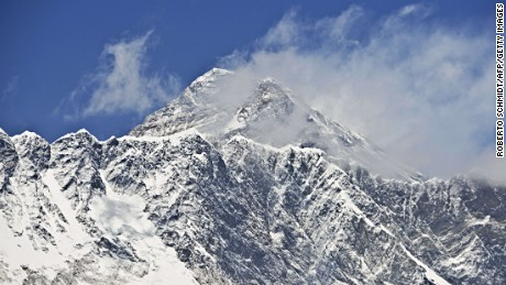 Everest summit reached for first time in two years