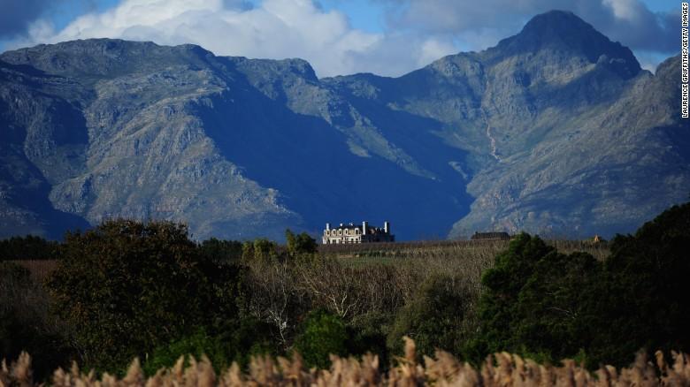 De West-Kaap is verantwoordelijk voor het grootste deel van de natie & # 39; s maken van wijn, met Constantia en Stellenbosch (foto) de meest bekende gebieden binnen de regio. & Lt; br / & gt;