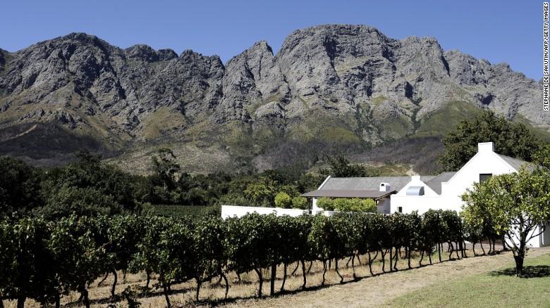 Maar dit is langzaam aan het veranderen, als kwaliteitswijnen uit de regio zijn het verkrijgen van erkenning, en de industrie blijft groeien.