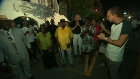 crowds gather tribute charleston church shooting bts ctn_00001002