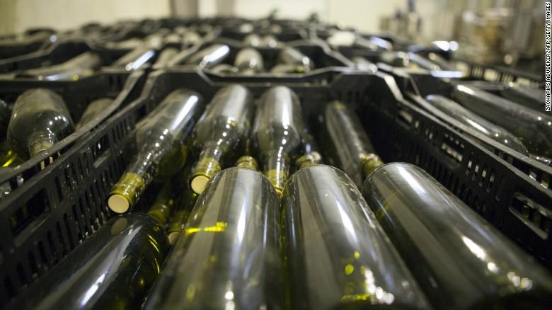 Castel hun eerste jaargangen in 2014, een Chardonnay en een rode van Merlot, Syrah en Cabernet Sauvignon druiven.