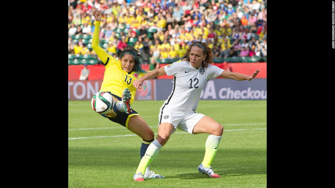 Clavijo stretches for the ball in front of U.S. midfielder Lauren Holiday.