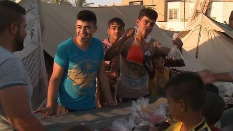 wedeman celebrating ramadan in baghdad_00000615.jpg