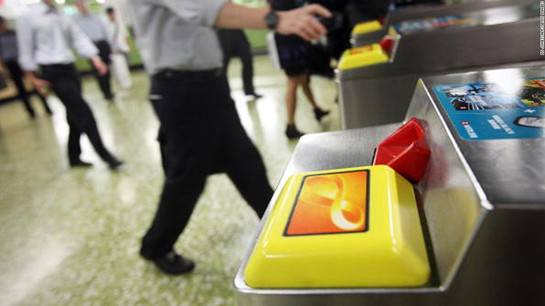 Six ... five ... four meters from the turnstile. Takeout  your Octopus card out now!