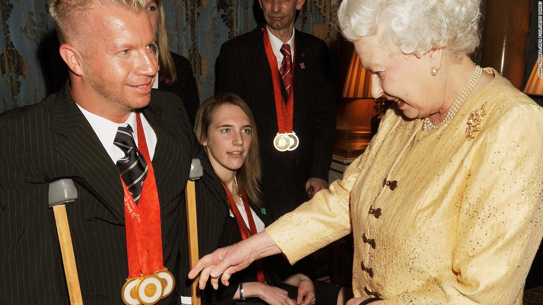 The Queen inspects Lee Pearson's Paralympic medals in 2009. Pearson has been honored several times by Her Majesty but has publicly questioned his lack of a knighthood.
