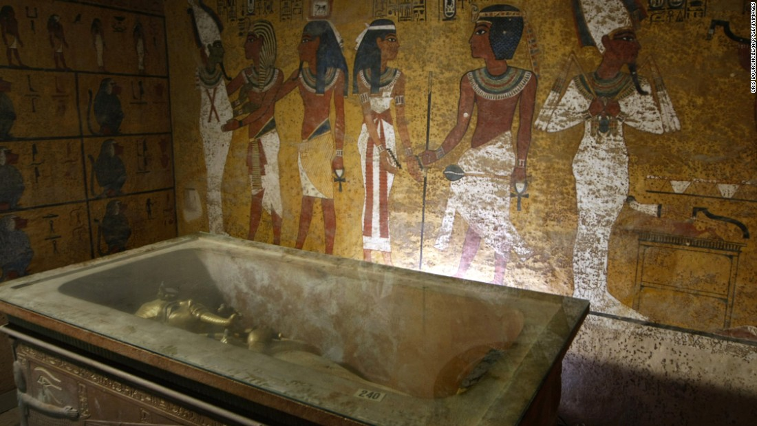 Moisture from the breaths of decades of visitors has caused the deterioration of Tutankhamun's original tomb, say experts.