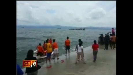 cnnee brk oraa cafe filipinas boat sinks_00001130