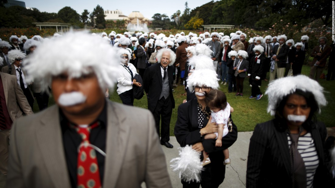 "People dressed as physicist Albert Einstein gather in Los Angeles on Saturday, June 27. The impersonators <a href=""http://rt.com/usa/270436-albert-einstein-world-record/"" target=""_blank"">set a Guinness World Record</a> for the largest Einstein gathering, and in the process they raised money for homeless children's education."