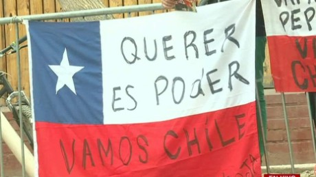 cnnee pkg montero chile hinchas waiting for the final game futbol _00034222