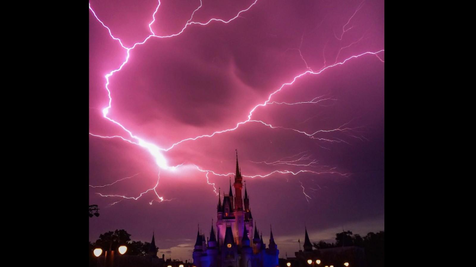 Cnn Empire State Building Lightning
