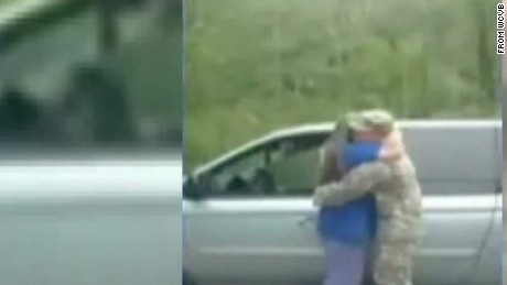 soldier gets help from cops to surprise mom good stuff Newday _00004619.jpg