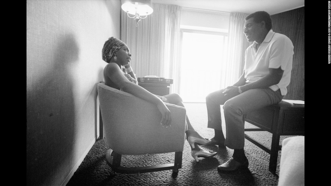 Simone talks with musician Otis Redding in an Atlanta hotel room in 1967.