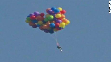 Canada man floats balloons up movie_00005007