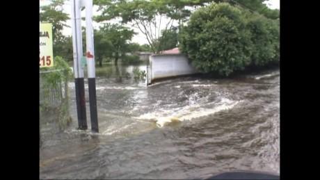 cnnee pkg hernandez vezuela floods_00004517