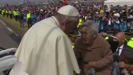 Pope Ecuador selfie disabled woman kiss vo_00001317