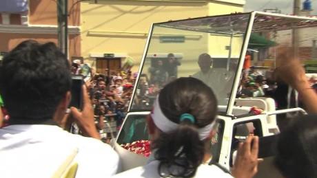 ecuador pope visit wrap flores lok_00000623