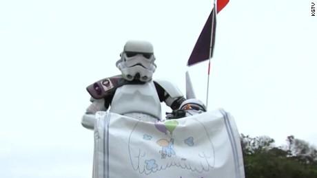 stormtrooper march comic con pkg_00000313