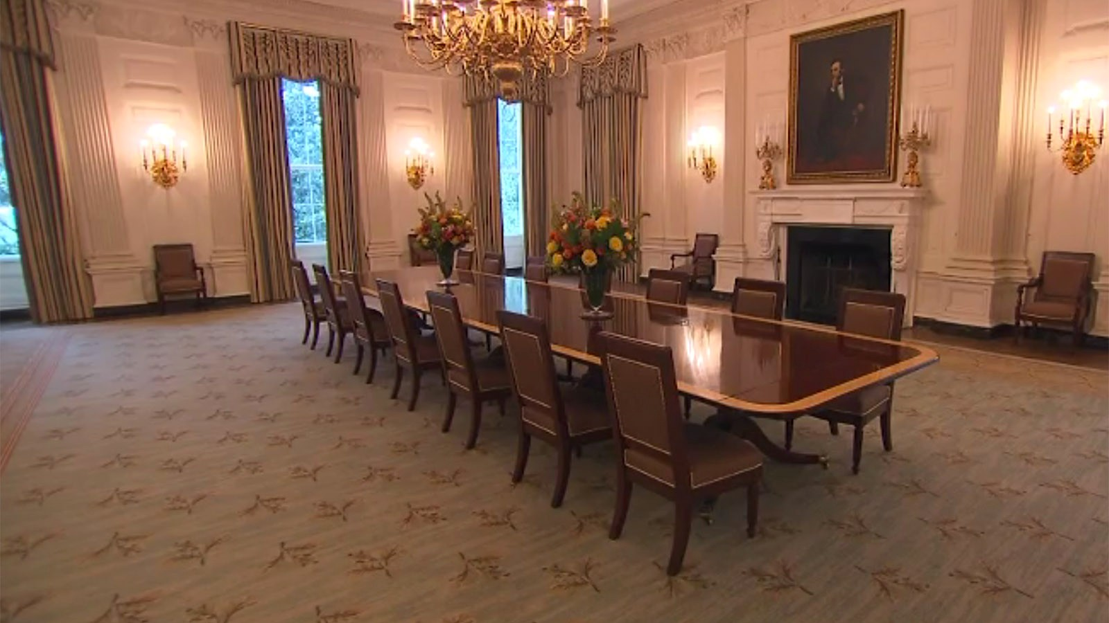 white house unveils redecorated state dining room