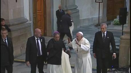 cnnee vo pope francis reassures nuns_00000414