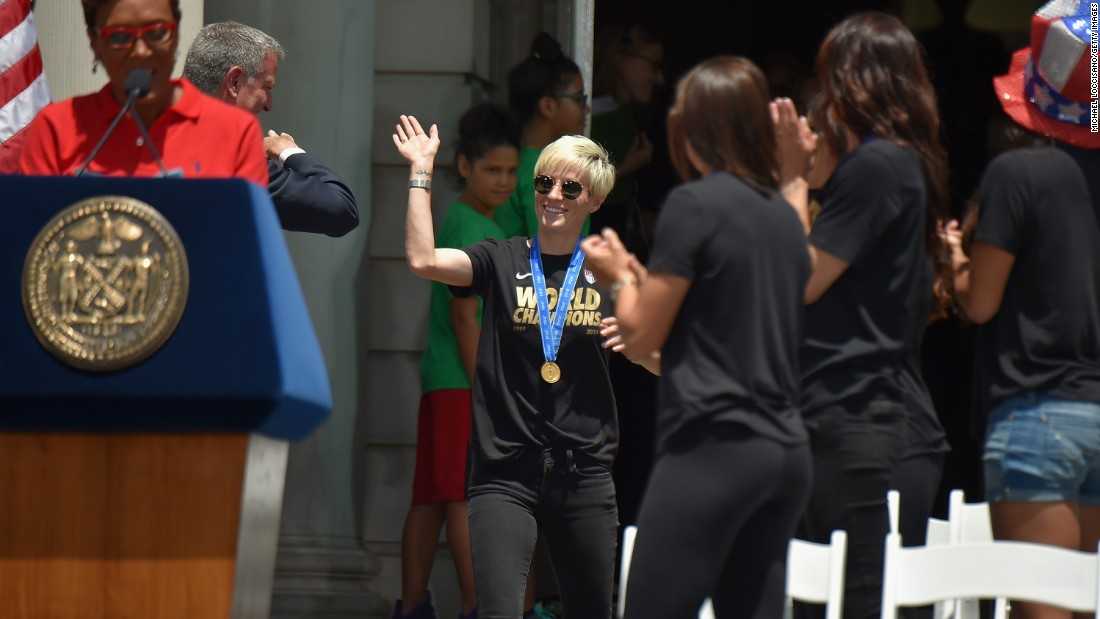 U.S. Women's World Cup champs get ticker tape parade - CNN