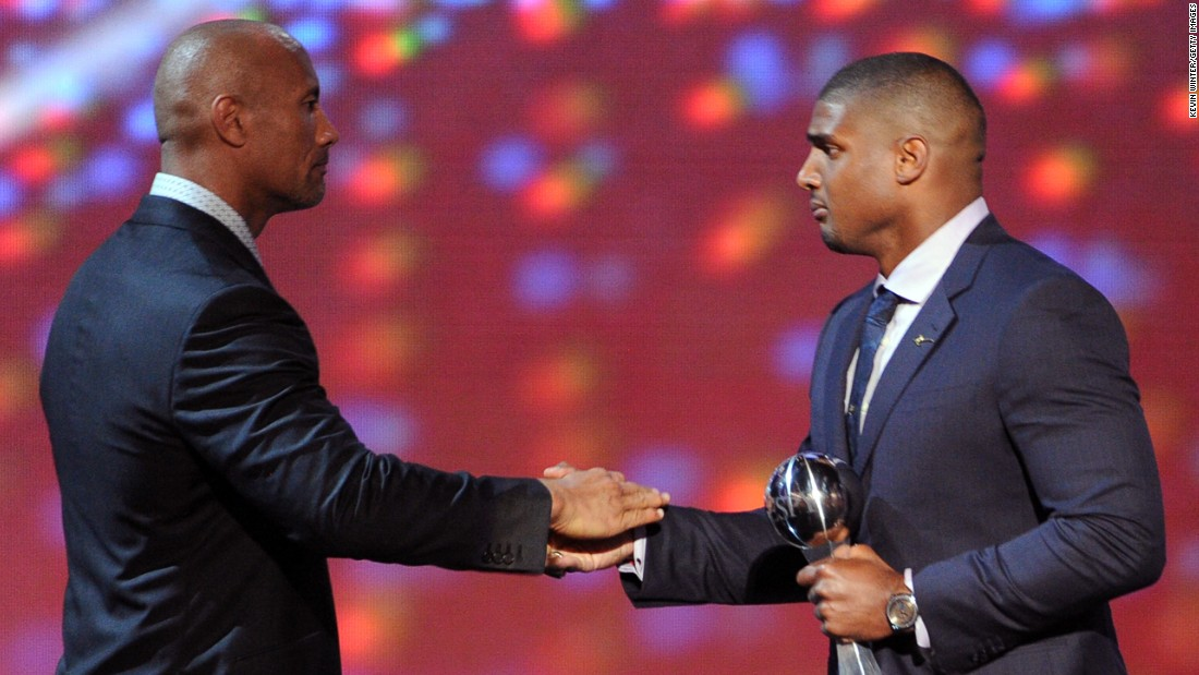 "<strong>Michael Sam</strong> received the award in 2014.  Sam was the first openly gay player drafted by the NFL. He was originally <a href=""http://www.cnn.com/2014/08/30/us/michael-sam-nfl/"">drafted by The Rams</a> and now plays for the Montreal Alouettes as a defensive end. ""I cannot wait to put on the pads, get back on the field and work hard each and every day with my teammates to bring a Grey Cup to the great fans here in Montreal,"" Sam <a href=""http://www.cnn.com/2015/05/22/us/michael-sams-football-gay/"">told CNN</a> in May."