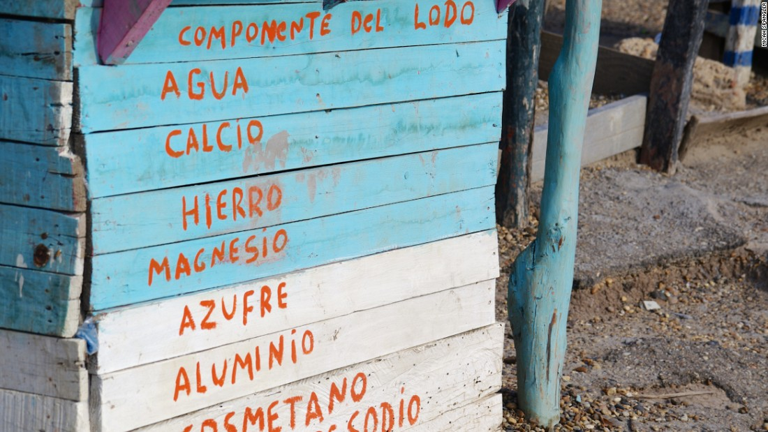 Hand-painted signage lists the mud's healthy, all-natural ingredients.
