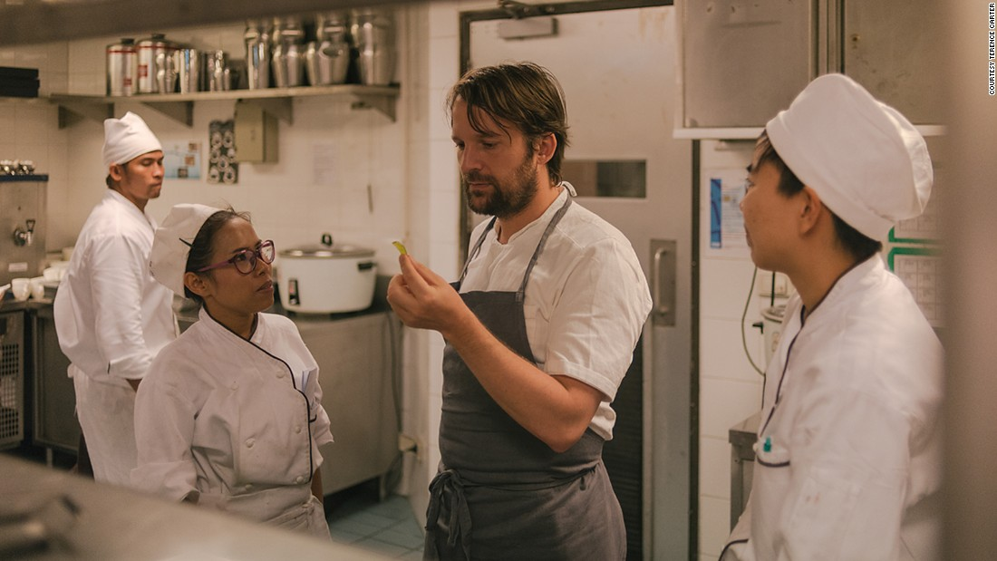 Back in the kitchen before service, Redzepi visited each station to sample individual ingredients and the final dishes, spending time chatting with the often nervous yet excited chefs, making an effort to put them at ease.