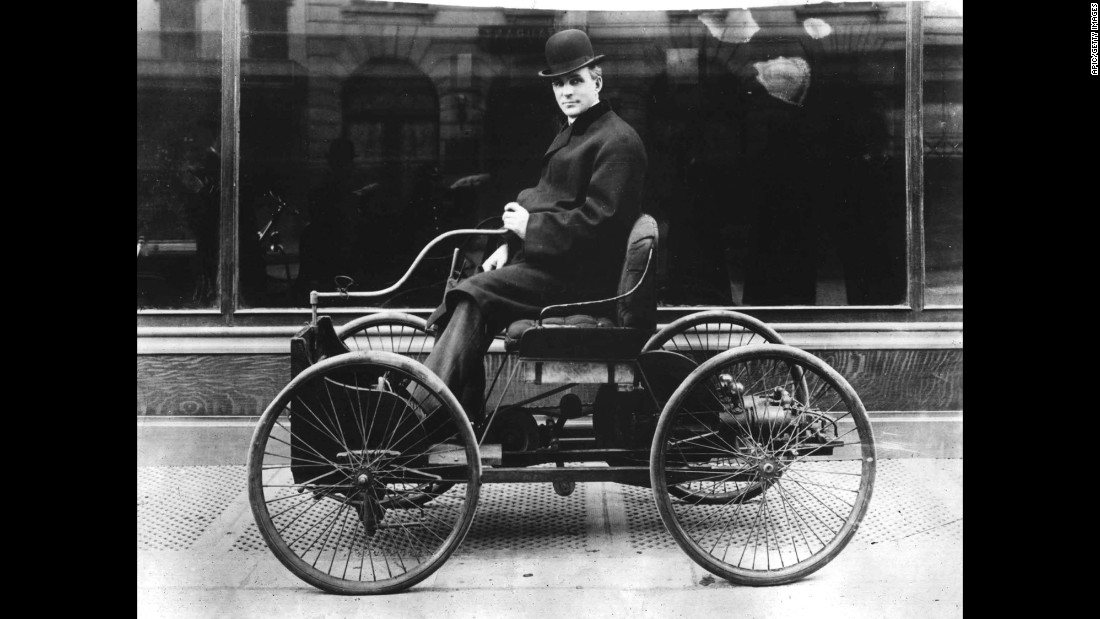 When he wasn't at Edison, Ford was working on a new vehicle -- the Quadricycle. He finally completed a working version in 1896 and drove it through Detroit.