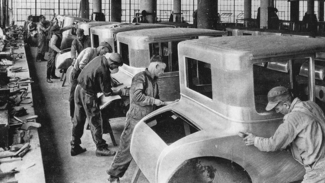 Classic Collection, Page: 44, 10385107, Detroit, Michigan, USA, circa 1927, A group of men working on an assembly line of car bodies at the Ford motor plant in Detroit  (Photo by Popperfoto/Getty Images)