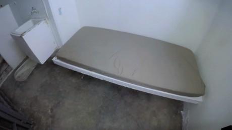 cnnee pkg alis chapo jail inside_00002021