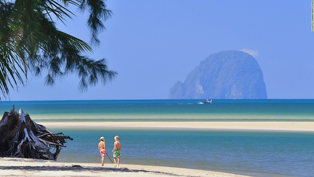 From Koh Kradan, three smaller islands can be seen offshore: Koh Ma, Koh Chueak and Koh Wan.