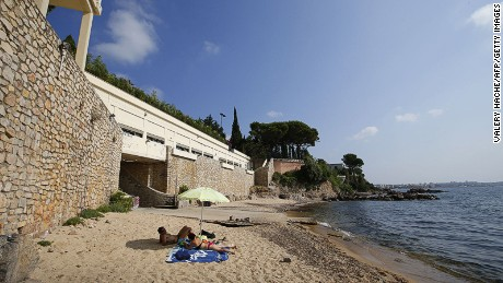 General view of the public beach called 'La Mirandole', located below a villa owned by the Saudi King, on July 20, 2015 in Vallauris, southeastern France