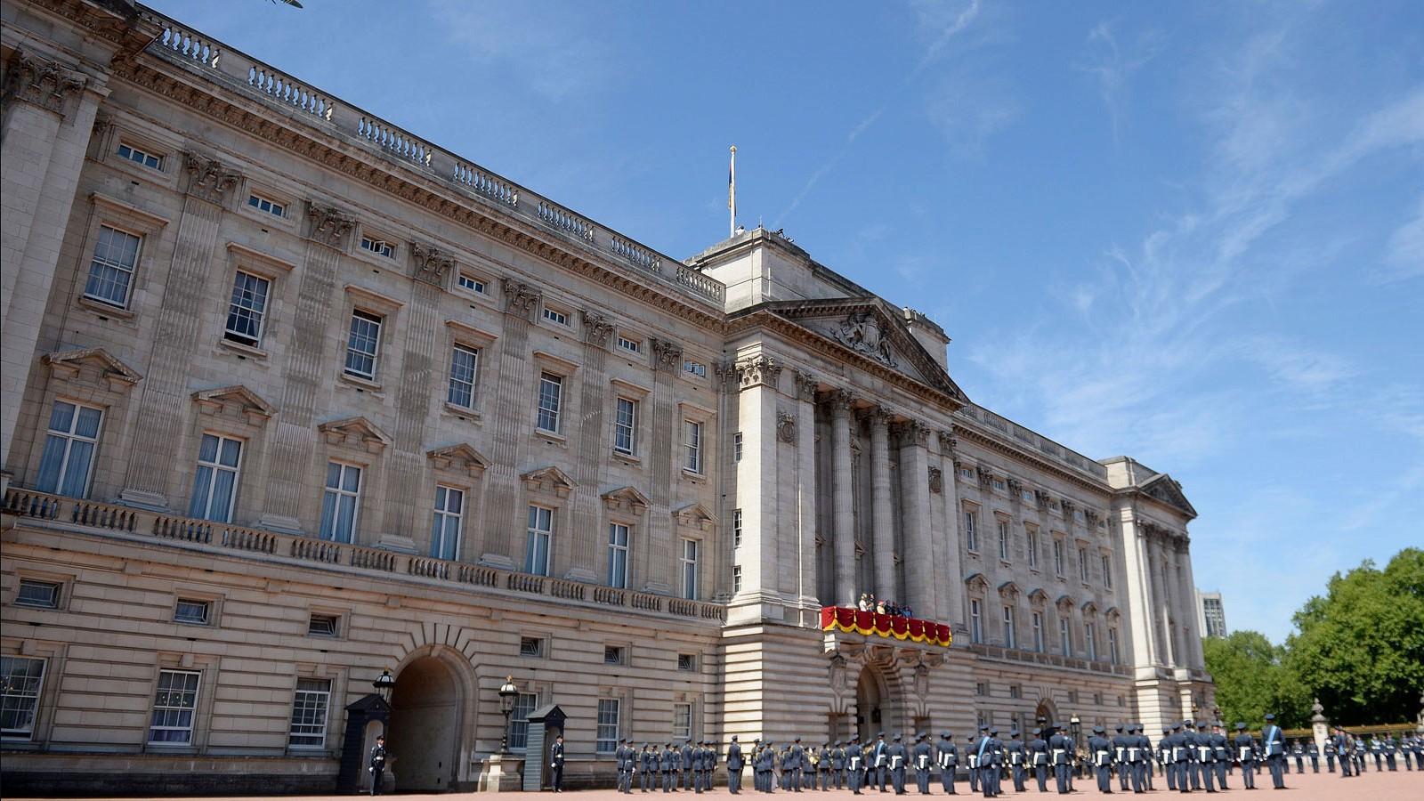 Sneak peek as queen opens buckingham palace to public - Is there a swimming pool in buckingham palace ...