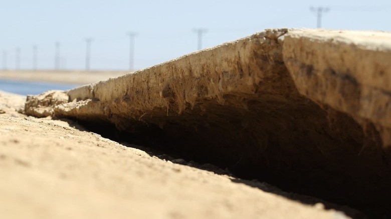 California sinking land drought orig_00010624