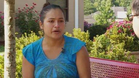 cnnee pkg valdes immigrant defies deportation_00001604